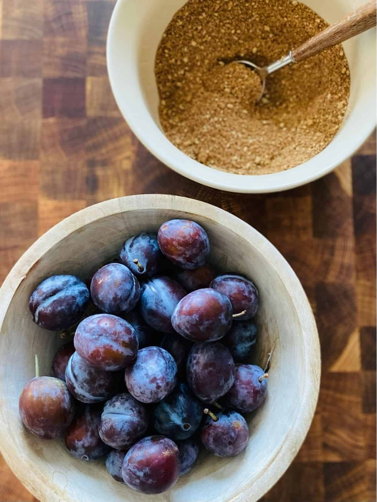 bowl of plums and bowl of topping